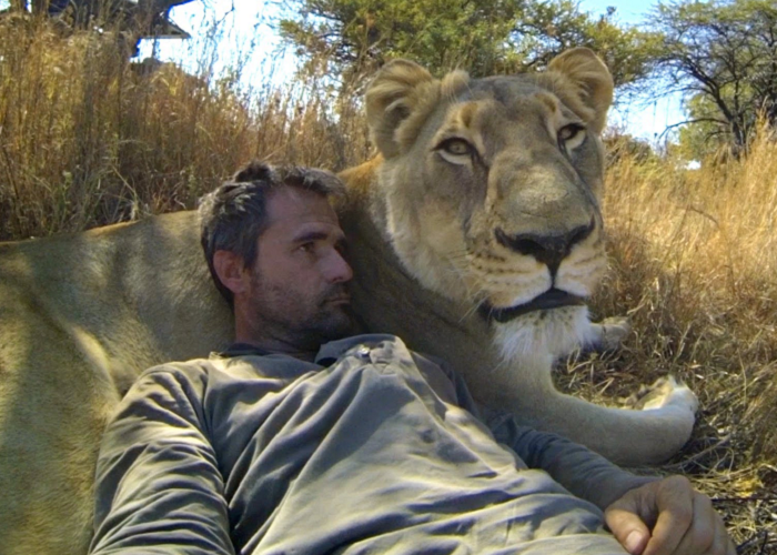 Watch How This Man Plays Around With Wild Animals