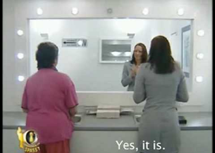 This Is An Absolutely Hilarious Bathroom Mirror Prank