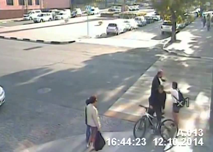 This Man Saves A Cyclist Woman From Possible Accident