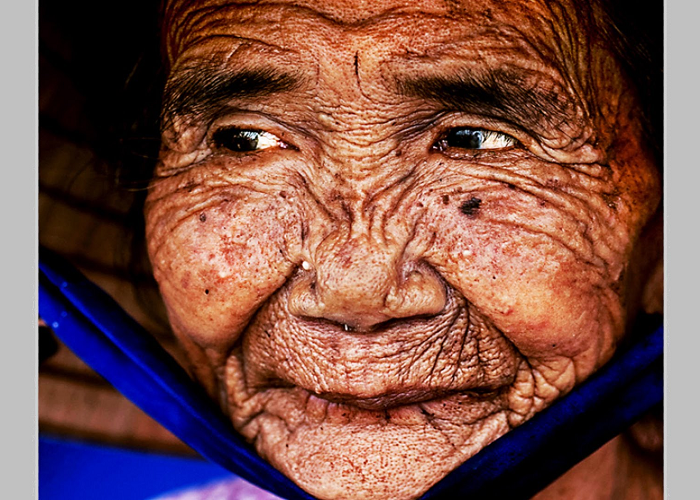 See How This Very OLD Lady Made YOUNG And BEAUTIFUL
