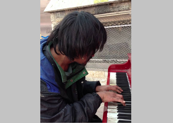 This Homeless Man Plays Piano Beautifully