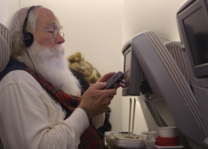 Watch As Santa Flies Around The World Doing Something Amazing