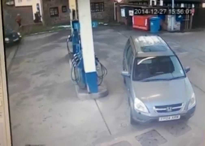 This Lady Is Confused Which Side Her Petrol Cap Is On For Multiple Times