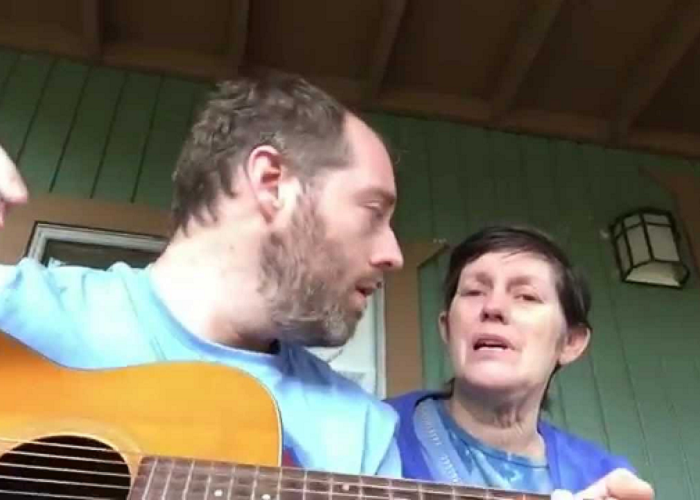 Watch This Guy Playing A Song To His Mom Who Has Alzheimer's Disease